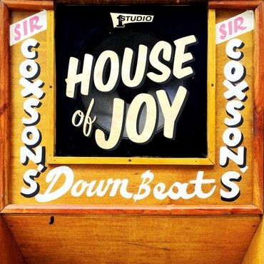 House Of Joy was the name used in Jamaica for the the large wooden speakers that powered the early dancehalls. This box set contains fifteen rare Studio One singles as well as a poster, booklet, 45 adapter and a keychain, and is compiled from the extensiv : House Of Joy | Single / 7inch / 45T  |  Oldies / Classics